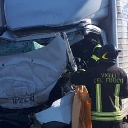 A4, camion tampona un'autocisterna Muore sub volontario di Cassano d'Adda