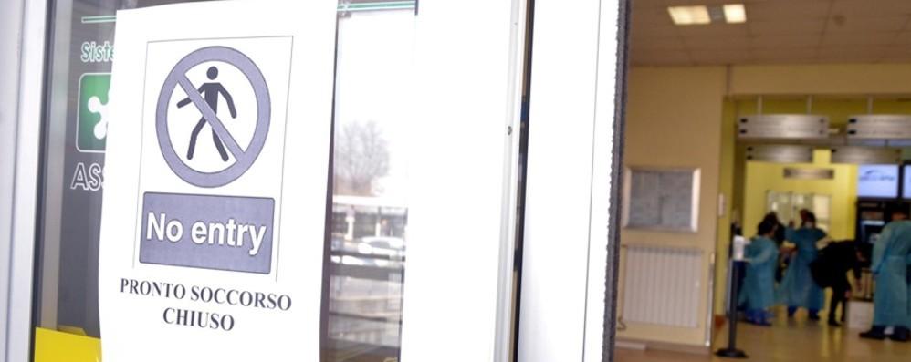 Isolati dieci Comuni, a casa in 50 mila Chiuse tre stazioni. Treno fermo a Milano