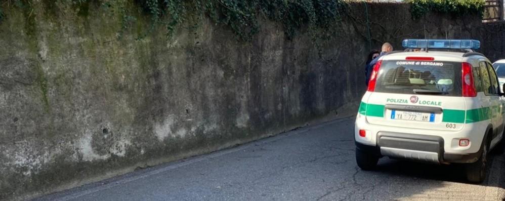 Malore improvviso mentre passeggia Muore 61enne a Bergamo
