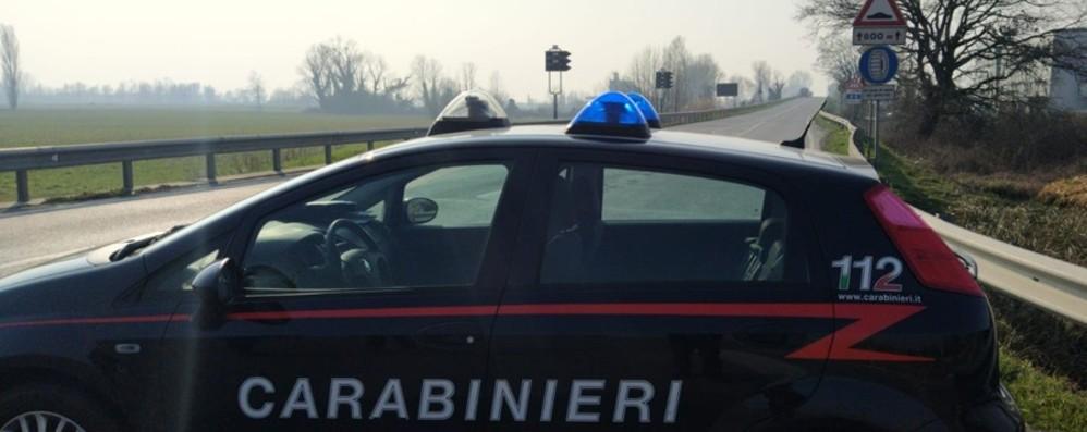 Prende fuoco un capanno a Caravaggio Le fiamme sulla Rivoltana: stop alle auto