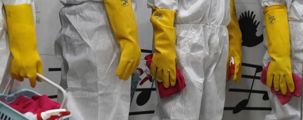 In Italia 653 positivi, aumentano i guariti Medici volontari nella zona rossa