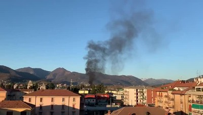 Il video dell'incendio in via Serassi
