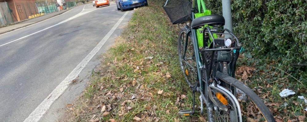 Ciclista travolta in via Roma a Gorle Vittima una donna di 73 anni: è grave