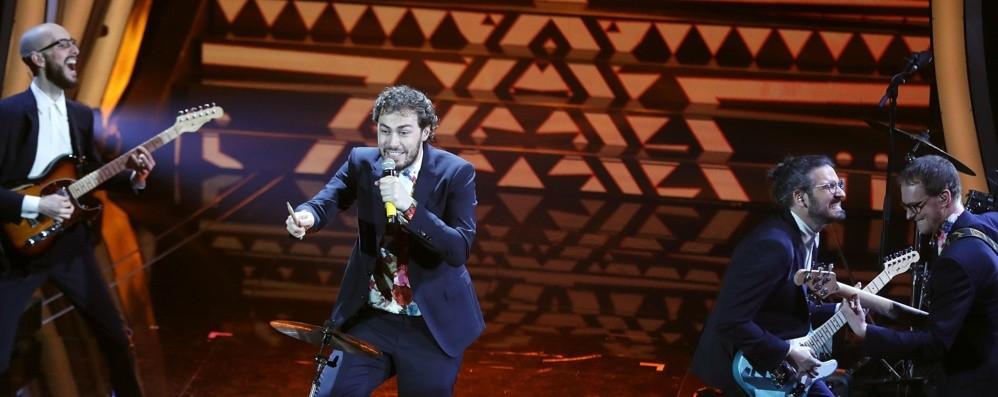 I Pinguini Tattici Nucleari al quarto posto Fanno sognare Bergamo con Ringo Starr