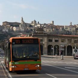 Autobus e tram: meno corse, stop alle 20 Treni, Fontana impone tagli fino al 40%