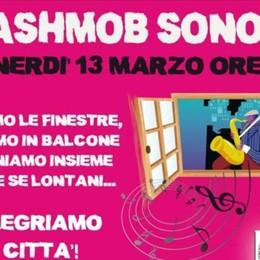 Flash mob sonoro a Bergamo-Video «Aprite le finestre e rallegriamo la città»