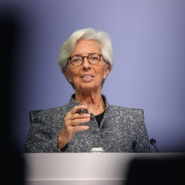 L'Europa fa rifiatare I precari conti italiani