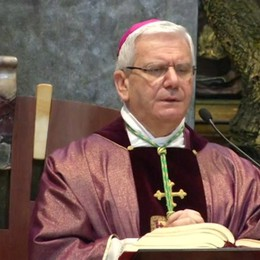 «Via Crucis Via Lucis» del vescovo- Video  «Benedite chi soffre nella solitudine»