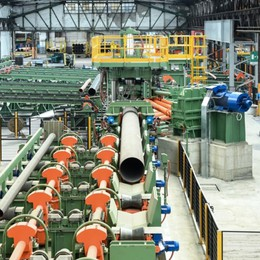 Operai per produrre bombole d'ossigeno Alla Tenaris, lavorano 30 volontari