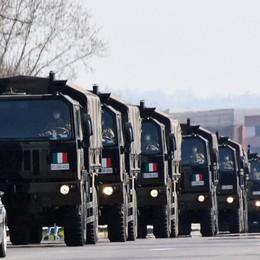 Ancora mezzi militari per trasportare le salme Bergamo, solo venerdì 88 morti in provincia