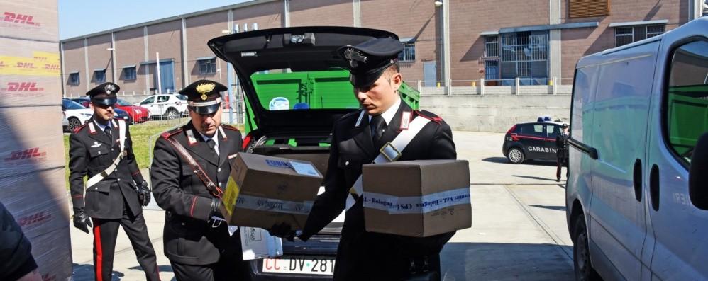 I carabinieri accertano 52 violazioni C'è chi fa il picnic su una panchina