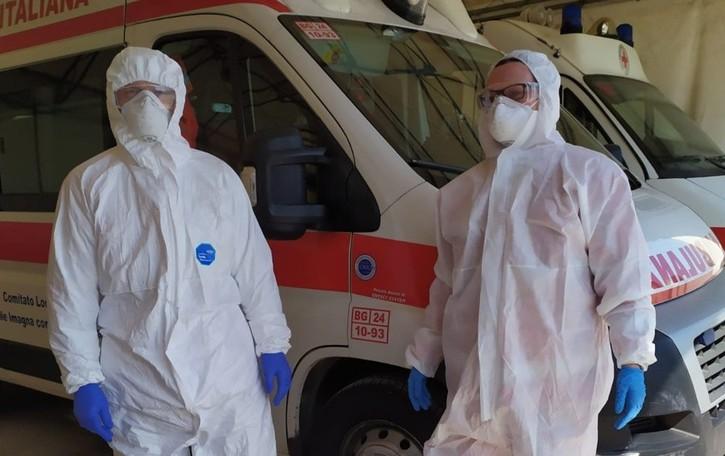 I volontari del soccorso «Stremati, ma non molliamo»