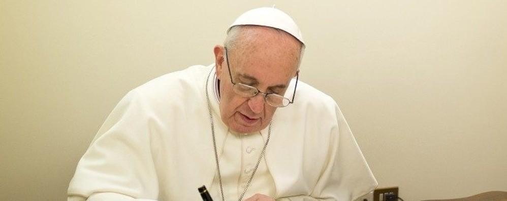 Il  vescovo Beschi: «Mi ha telefonato il Papa Ci porta nel suo cuore e nelle sue preghiere»