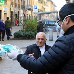 Mascherine bloccate ai confini,  l'Italia fa da sé. È l'economia di guerra