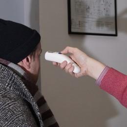 «Persone a casa malate, diagnosi al telefono ma il tampone non c'è»