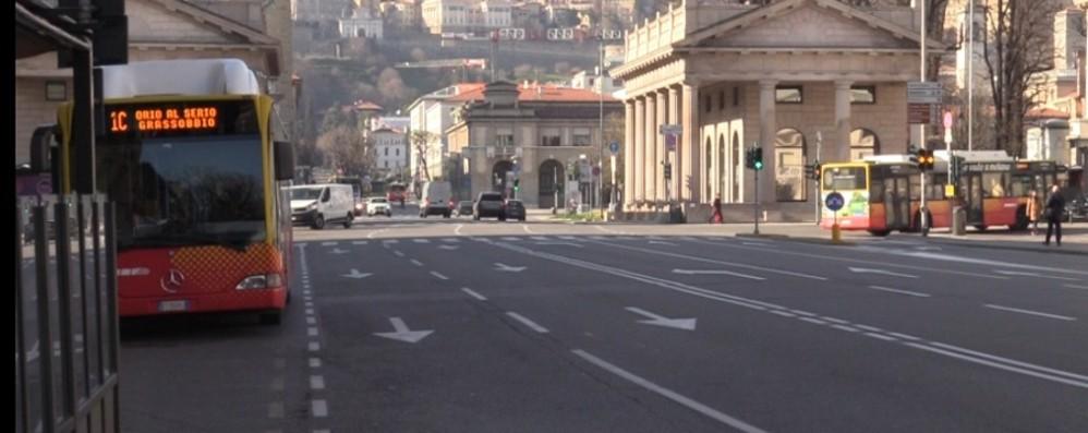 «Va chiuso il trasporto pubblico» Gallera, chiesta al governo ulteriore stretta