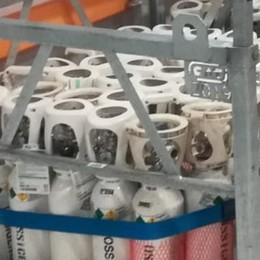 250 bombole di ossigeno vuote L'intervento dei Carabinieri per i malati