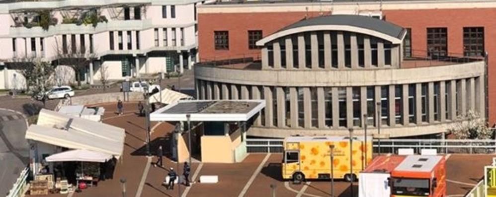 A Nembro bancarelle alimentari È polemica per il mercato in piazza