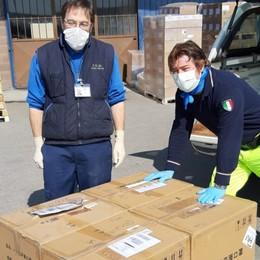 Bergamo, la polizia locale consegna 10 mila mascherine al «Papa Giovanni»