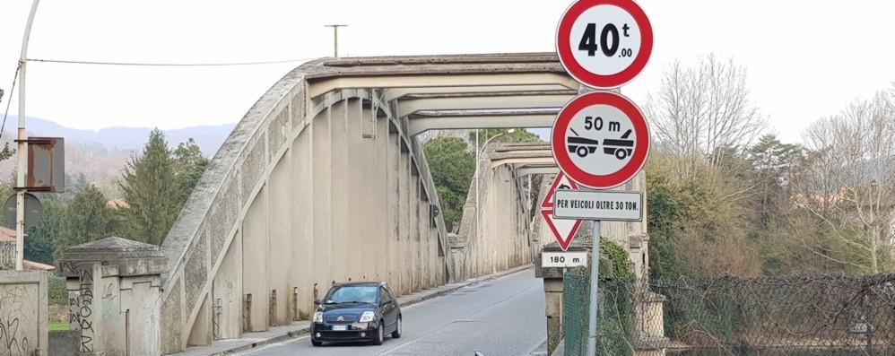 Il ponte di Brivio non supera l'esame Scatta lo stop ai camion pesanti