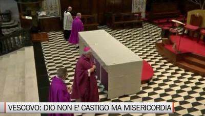Il vescovo Francesco durante la messa: Il volto di Dio non è castigo ma misericordia