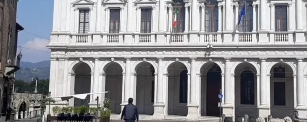 Sindaco Gori in giro per Bergamo - Video «Uscito per controllare: non c'è nessuno»