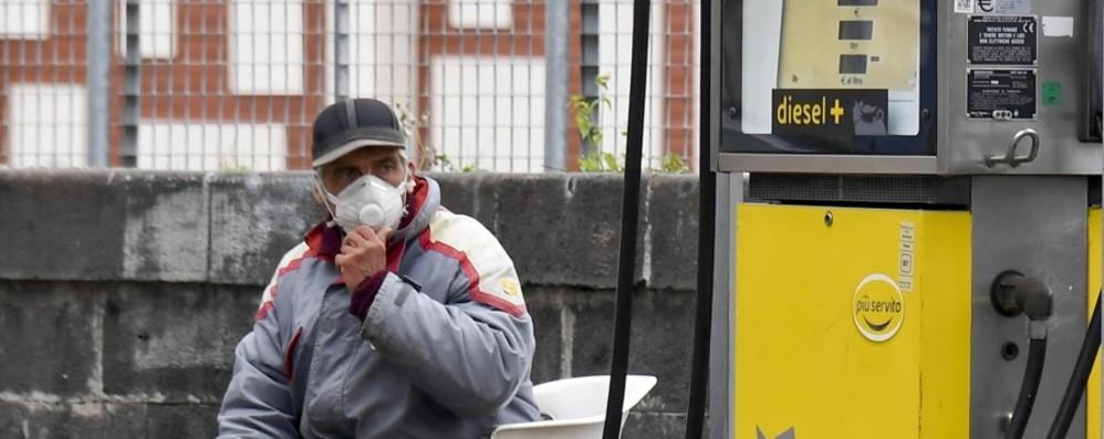 Governo e sindacati: meno ditte aperte Rientra il rischio dello stop benzinai