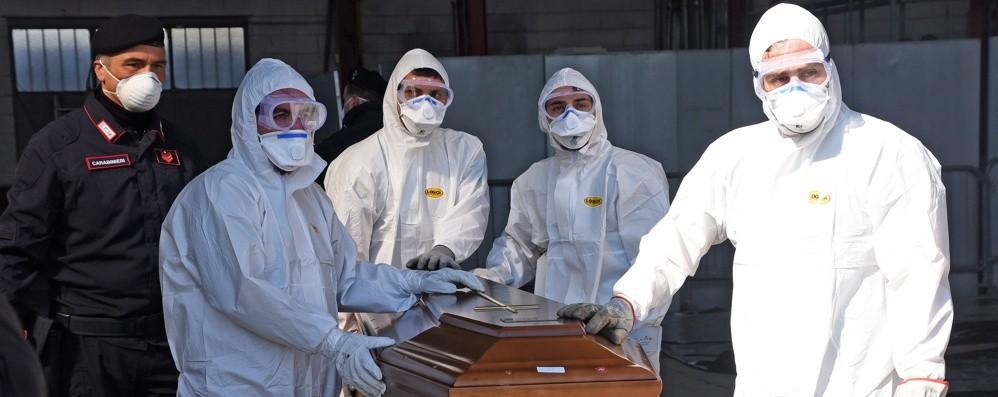A Bergamo decessi 4 volte oltre la media L'Eco lancia un'indagine nei Comuni