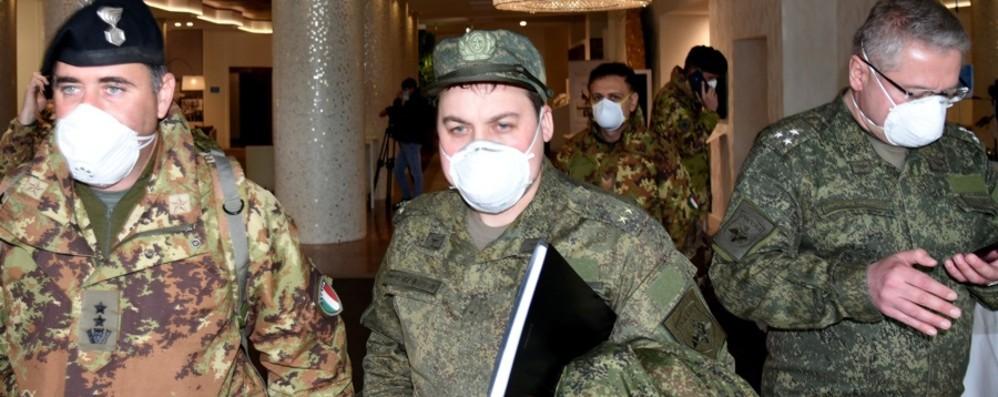 Medici, infermieri e addetti sanificazione Equipe di 104 russi in aiuto degli alpini