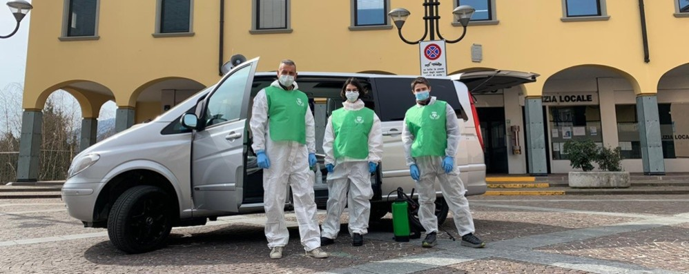 Cene, dentista diventa volontario «Giro il paese con un furgoncino»