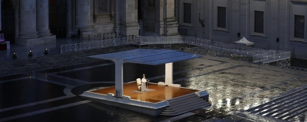 Il dolore dell'umanità sulle spalle del Papa