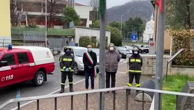 Il minuto di silenzio dei Vigili del fuoco