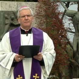 Il vescovo Beschi dal cimitero di Bergamo «Pregare, gesto d'amore supremo»-Video