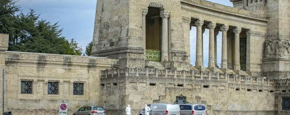 Nuove bare in partenza da Bergamo Quindici salme accolte da Venezia