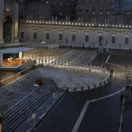 «Signore, non lasciarci nella tempesta» Il Papa: la benedizione di Dio su di voi