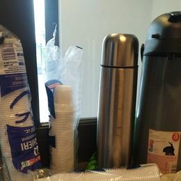 S'inventa un bar ambulante e vende caffè Sanzionato un senegalese alla stazione