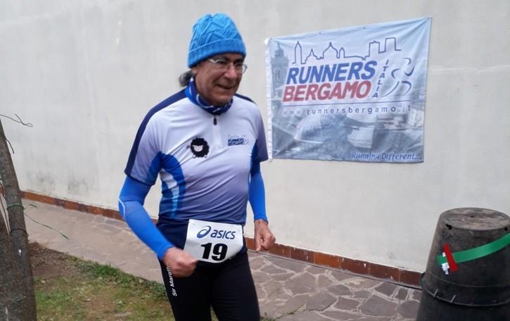 Una maratona corsa tra giardino e cortile E cento euro devoluti per il Papa Giovanni
