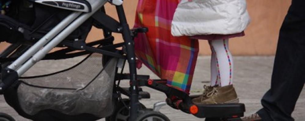 Viminale, sì alla passeggiata genitore-figli  Gallera:«Basta a messaggi ambigui, si deve stare a casa»