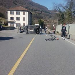 Auto si ribalta e investe bicicletta Grave 60enne a Strozza - Foto