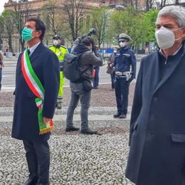 Minuto di silenzio per le vittime del Covid Bergamo, il sindaco alla Torre dei Caduti