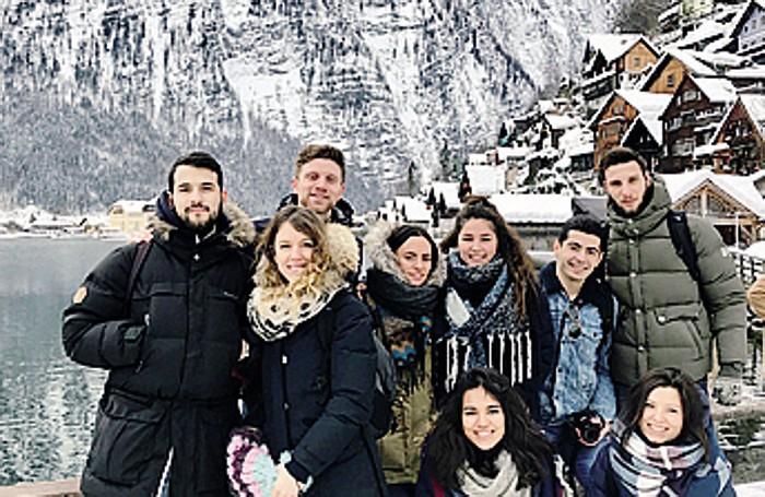 Alice in Austria con alcuni compagni di studio