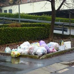 Sacchetti rifiuti indifferenziati e plastica Le nuove modalità slittano a settembre