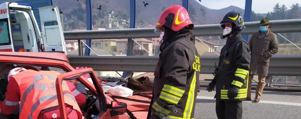Frontale tra due auto a Pradalunga 50enne ferito, portato in ospedale