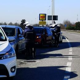 In auto A4 senza motivo,multa di 206 euro Locali aperti dopo le 18, sanzioni a Fara