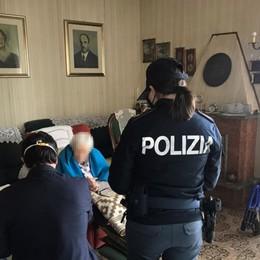 98enne a casa senza denaro Il nipote è malato, interviene la Polizia