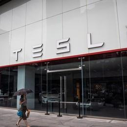 Auto, a marzo mercato calato dell'89% La macchina più venduta è la Tesla 3