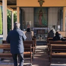 Il vescovo alla cappella delle Ghiaie Segui qui il Rosario con mons. Beschi