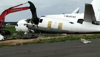 Orio, demolizione di un aeromobile  Un Fokker -27 non più in servizio