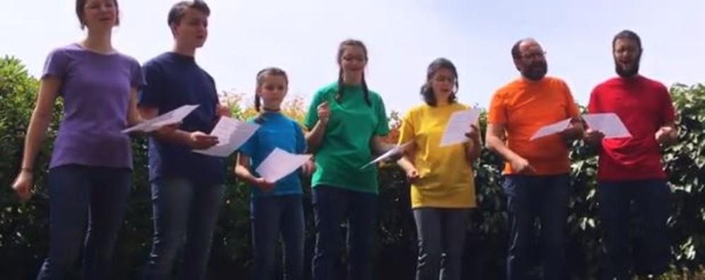 «Riscopri i tuoi veri colori» -Video Il canto di augurio della famiglia Belotti