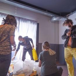 Consegna di kit solidali per i più fragili Superbergamo, avanti con il progetto